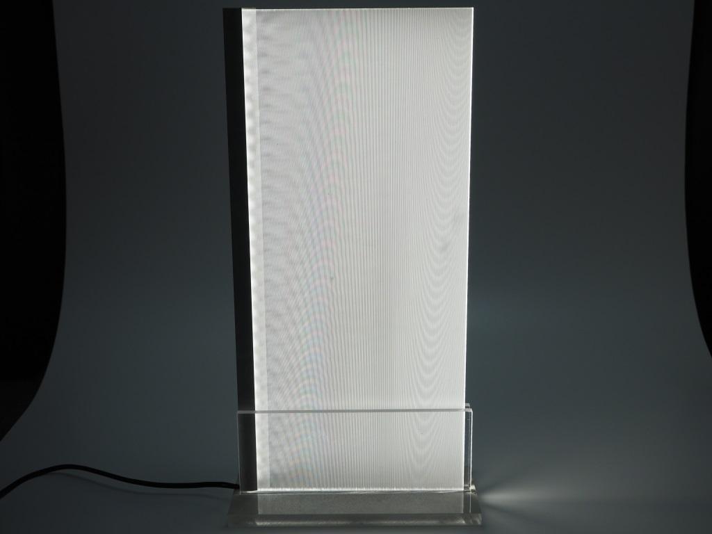 """""""光""""を活用し、光を演出する、新しい製品づくり。"""