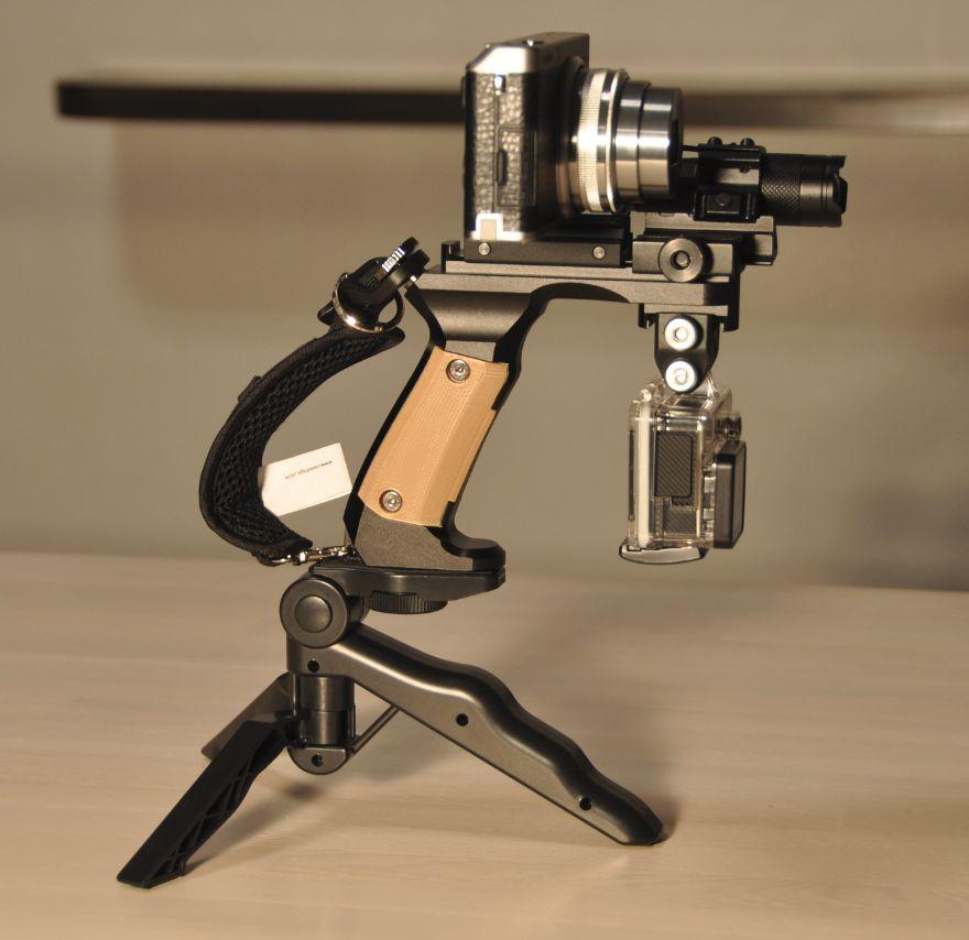 カメラをスタイリッシュに持ち歩こう!カメラ専用グリップ「5Ax」アルミ削り出し